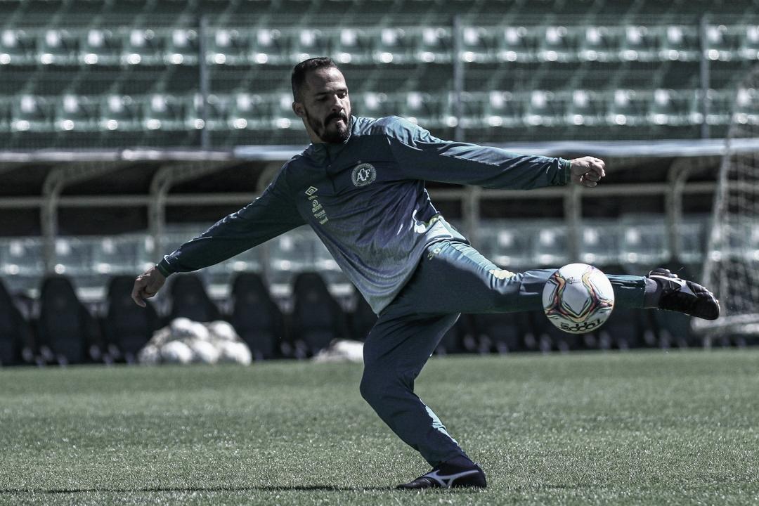 Anselmo Ramon destaca ótima campanha da Chapecoense na Série B