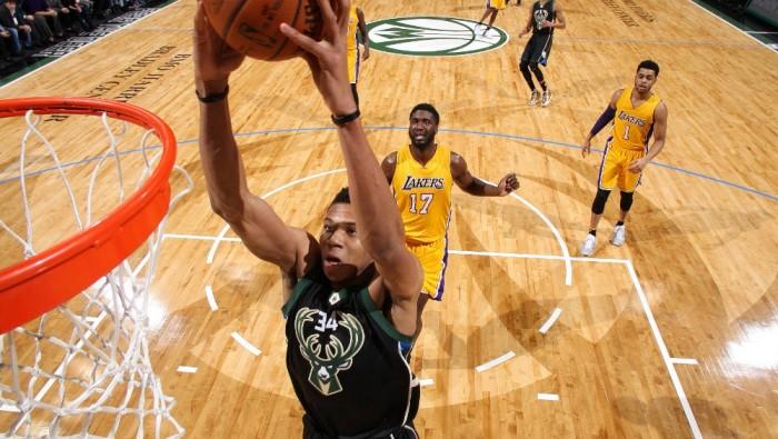 NBA - Cleveland cade, passa Detroit. Milwaukee domina i Lakers: Antetokounmpo show