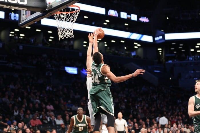 NBA - Charlotte ok con Dallas, Antetokounmpo trascina i Bucks