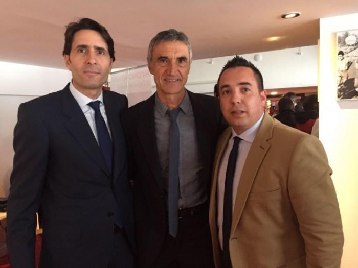Antonio Álvarez recibe la insignia de oro del Granada CF