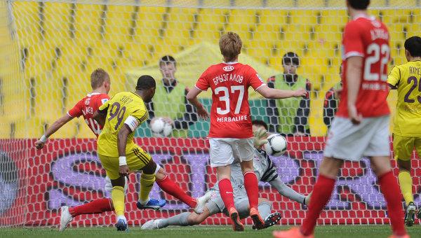 El Anzhi se mantiene en cabeza tras ganar 'in extremis' al Spartak de Emery