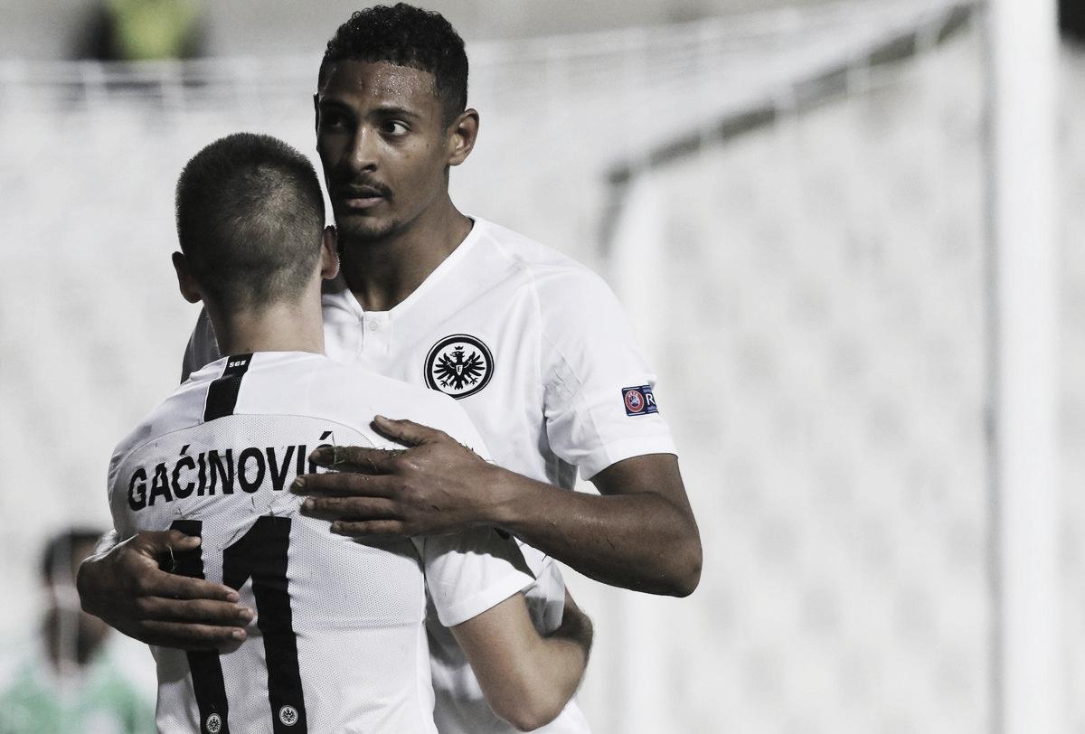 Frankfurt toma susto, mas bate Apollon Limassol e se garante no mata-mata da UEL