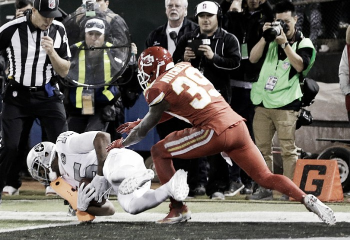 Oakland Raiders defeat Kansas City Chiefs on the final play