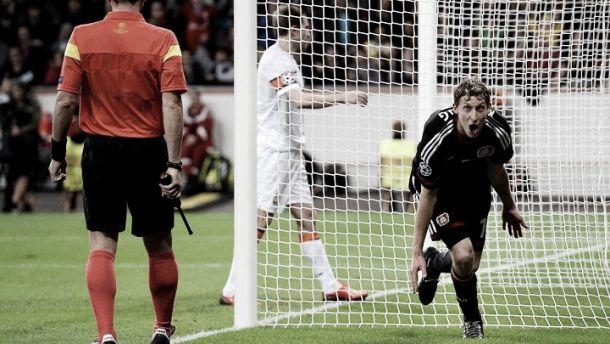 Artilheiro decide e Leverkusen goleia Shakhtar