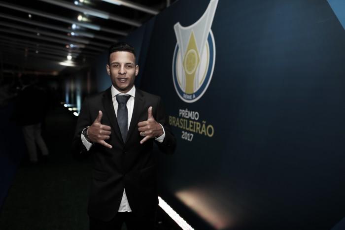 Guilherme Arana é eleito melhor lateral-esquerdo do Campeonato Brasileiro 2017