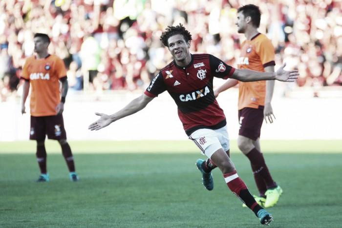Com gols de Diego e Arão, Flamengo domina e vence duelo de rubro-negros contra Atlético-PR