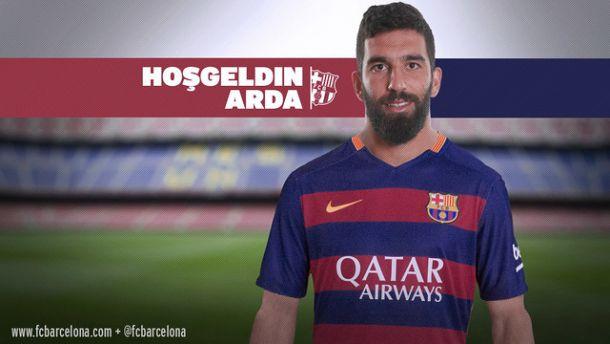 Arda Turan signe au Barça