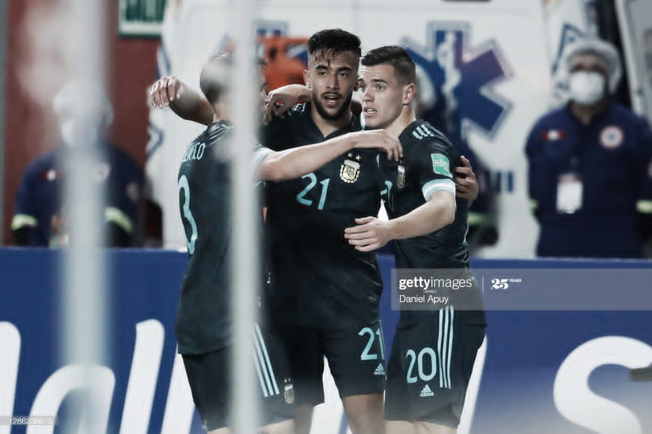 LOS ZURDOS. Lo Celso hizo una gran jugada y asistió a Nicolás González para que marque el primer gol argentino.