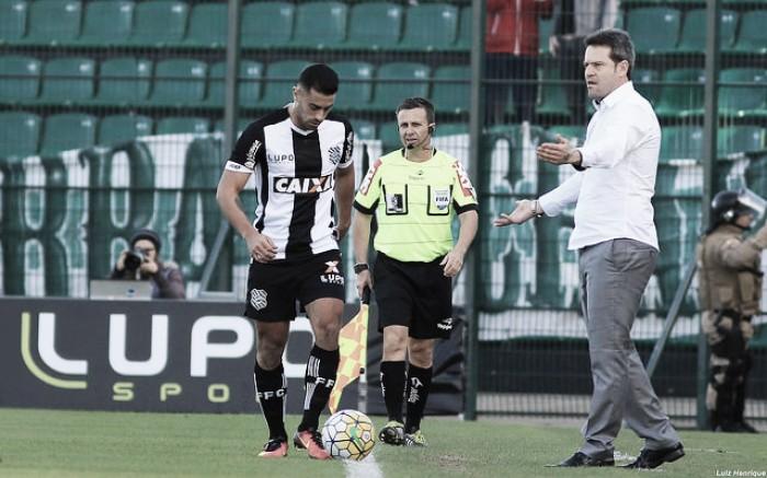 """Argel avalia empate com Chapecoense: """"Não foi um jogo bom tecnicamente"""""""