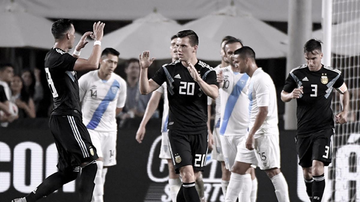 Argentina venció sin problemas a Guatemala