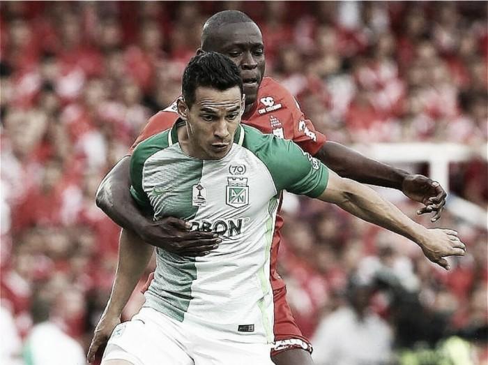 Diego Arias 'galopa' en el medio 'verde'