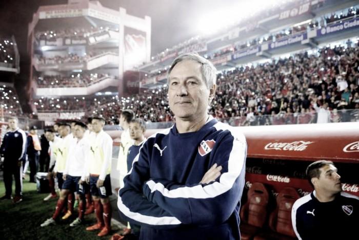 Holán dejó de ser el técnico de Independiente