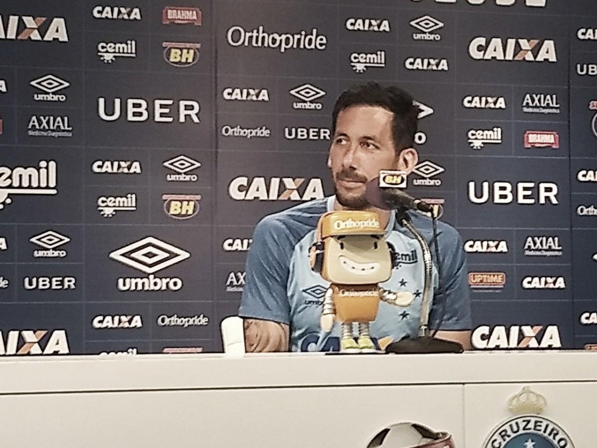 Cruzeiro oficializa renovação de contrato com Ariel Cabral por mais dois anos
