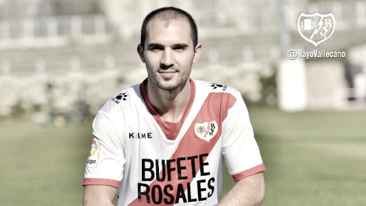Armenteros, el centrocampista celebra su vuelta con el ascenso