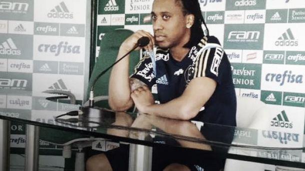 Em entrevista coletiva, Arouca elogia torcida e comemora evolução do time
