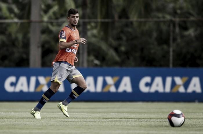 """Arrascaeta usa concorrência à titularidade como motivação no Cruzeiro: """"Briga boa"""""""