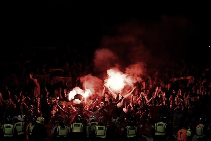 Uefa julgará Arsenal e Colônia pela confusões dos torcedores antes da partida pela UEL