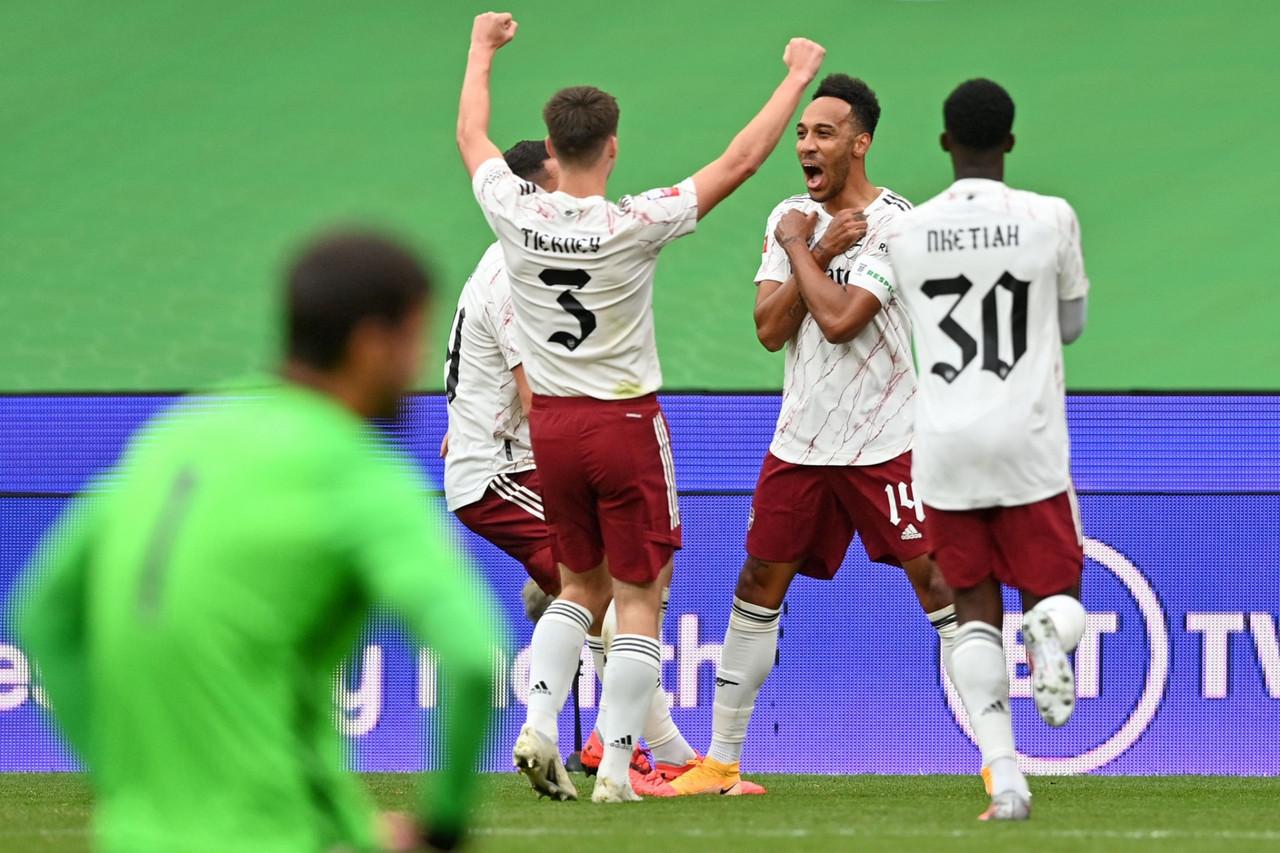 Brewster tradisce il Liverpool, l'Arsenal vince il Community Shield ai rigori (6-5 d.c.r.)