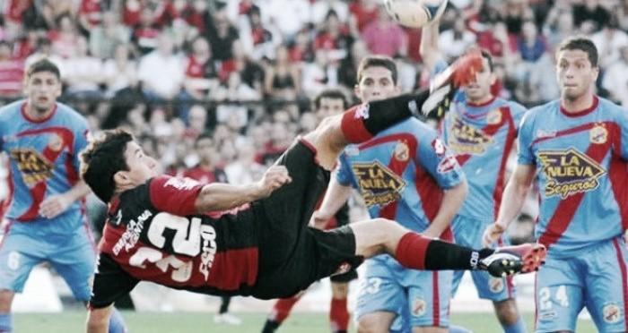 Con poco, Newell′s le ganó a Arsenal y sigue peleando arriba