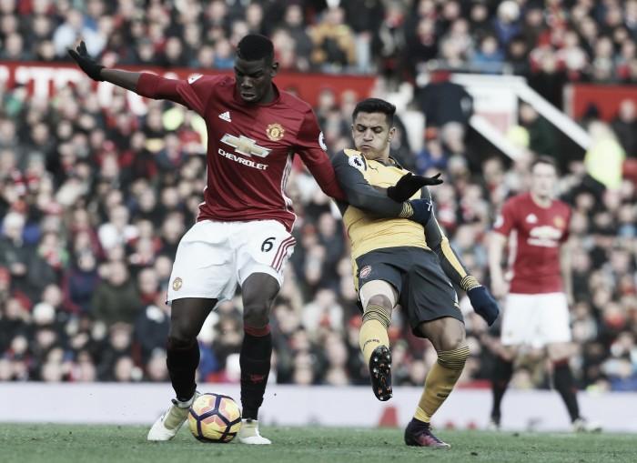 Giroud sai do banco, marca no fim e Arsenal arranca empate com Manchester United