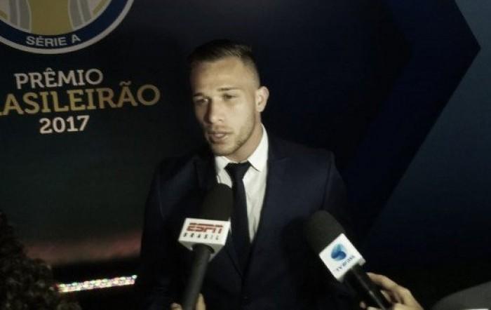 """Destaque do Grêmio, Arthur lamenta lesão e exalta temporada: """"Foi um ano mágico"""""""
