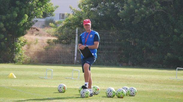Miguel Rivera dirige el primer entrenamiento de la semana