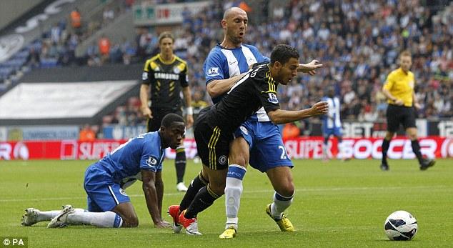 Hazard enseña el camino a un Chelsea pragmático