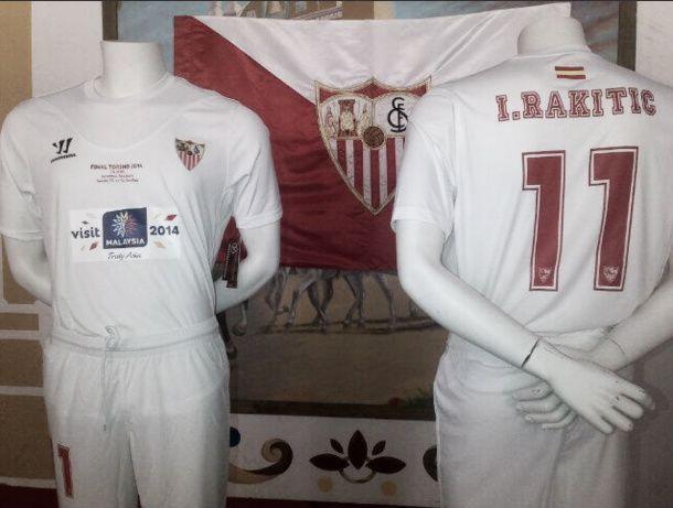 Sevilla apresenta uniforme especial para a final da Europa League