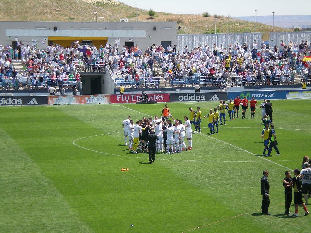 El Real Madrid Castilla derriba la puerta de Segunda