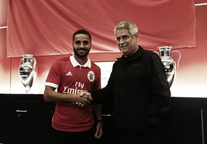 Benfica confirma empréstimo do brasileiro Douglas junto ao Barcelona