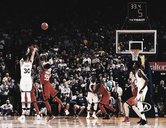 Stephen Curry brilha e lidera Warriors em vitória sobre Raptors