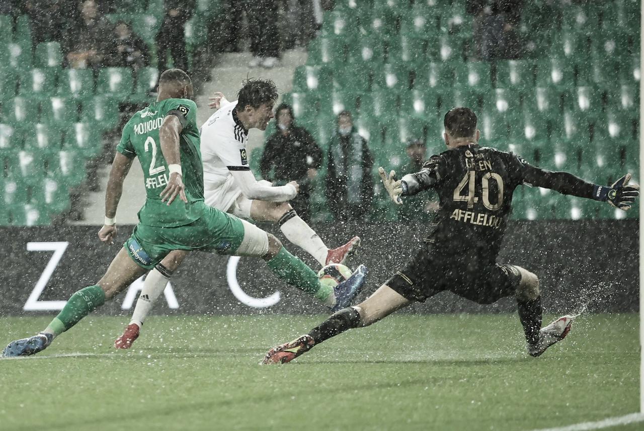 Bordeaux bate Saint-Étienne com dois gols de Hwang e vence primeiro jogo na temporada