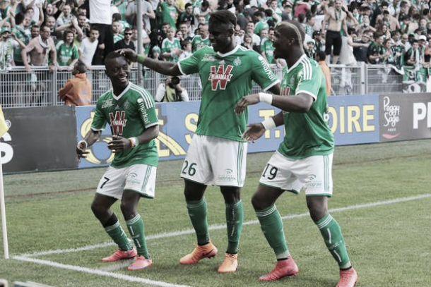 Saint-Étienne goleia Nice e se aproxima da zona de classificação à Champions League