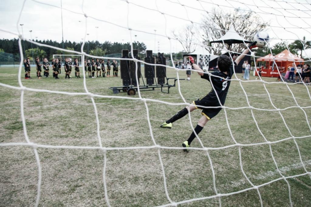 """Marcos Assunção culpa a base dos clubes pela falta de técnica: """"Gols de falta sumiram"""""""