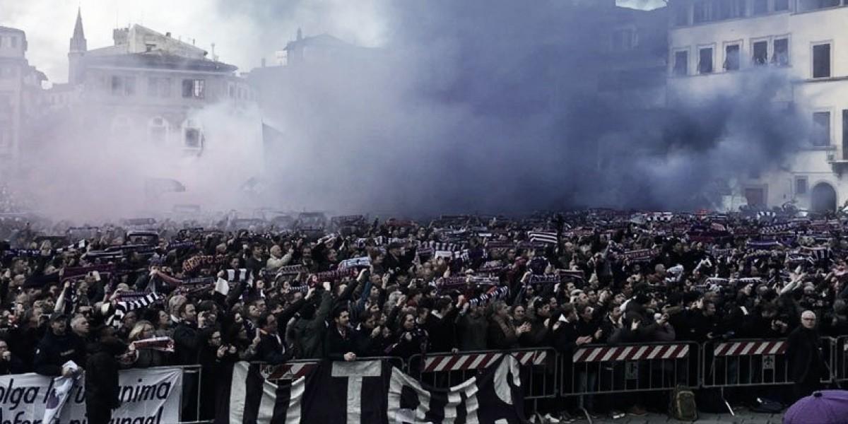 Funeral de Astori tem presença de estrelas do futebol italiano e homenagens da torcida viola