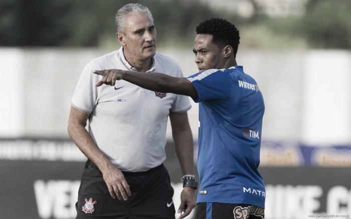 """Elias pede Corinthians atento para mudar história nas oitavas da Libertadores: """"Esse ano é diferente"""""""