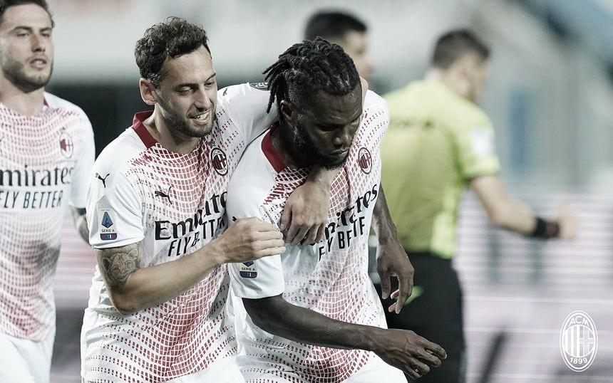 Milan vence a Atalanta na última rodada do Italiano e volta à Champions League