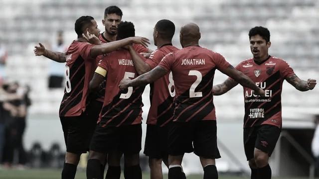 Athletico-PR bate Coritiba no clássico e encerra jejum de vitórias