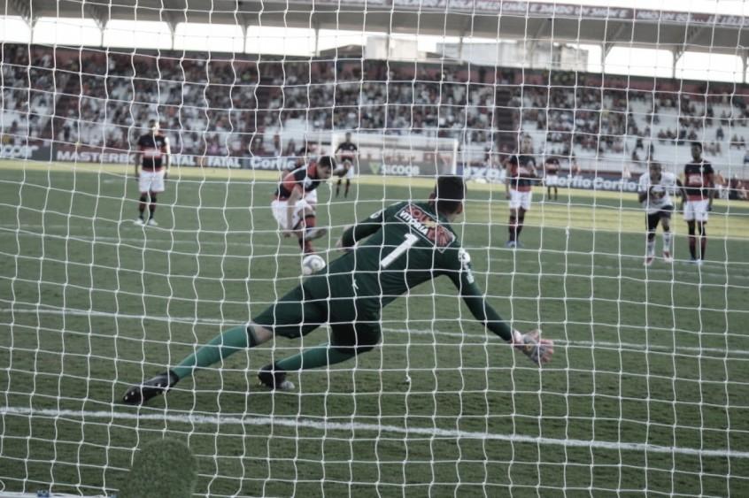 Em estreia de Loss, Vitória fica apenas no empate contra o Atlético-GO