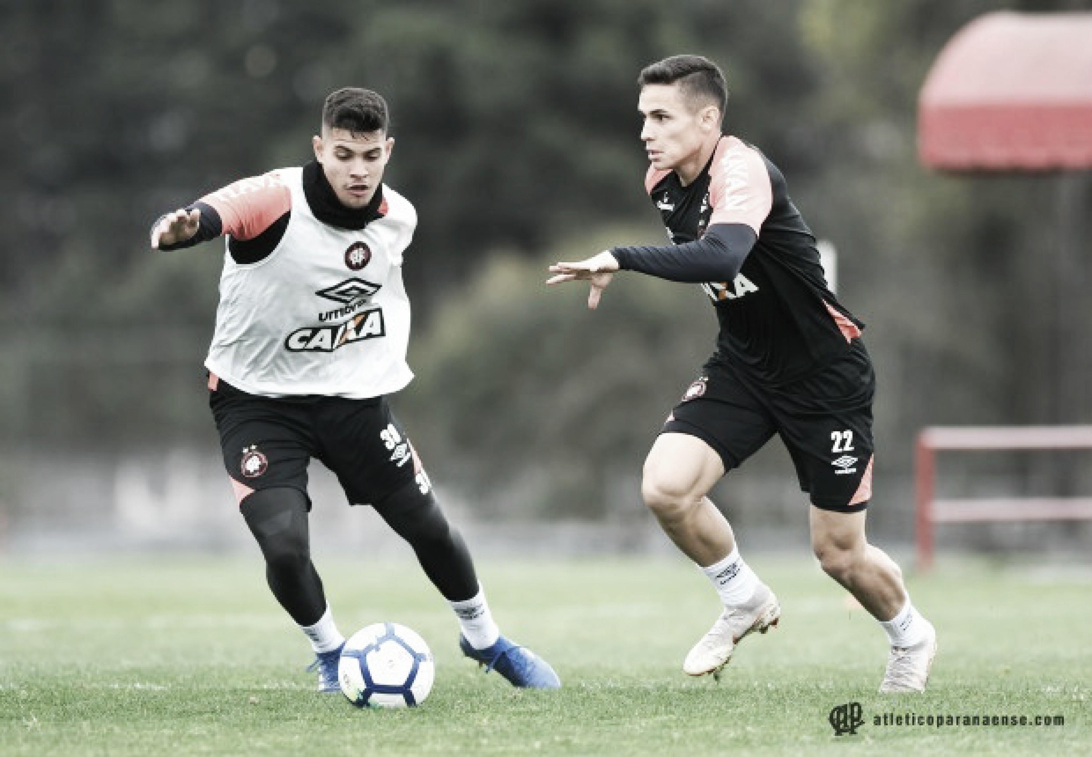 Atlético-PR terá estreia e outras quatro alterações para enfrentar a Chapecoense