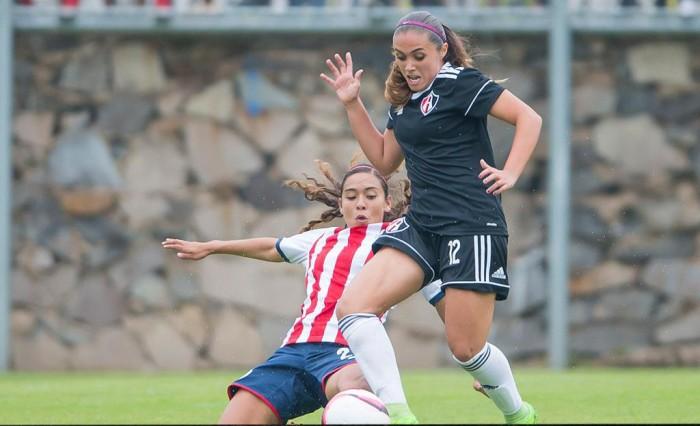 Chivas gana Clásico Tapatío y toma liderato de Liga Femenil