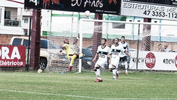 Lúcio Maranhão perde pênalti nos acréscimos e Figueirense empata com Atlético-Ib