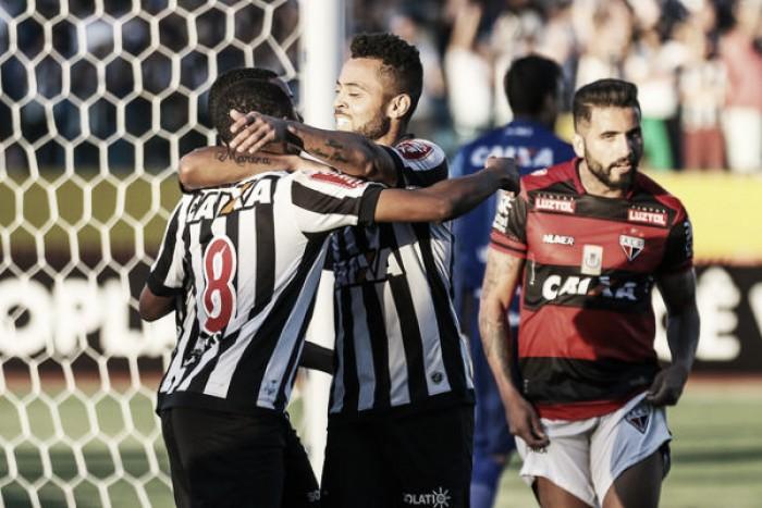 Atlético-MG melhora no segundo tempo e vence Atlético-GO de virada