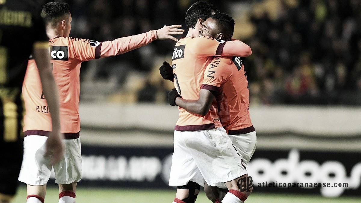 Atlético-PR goleia Peñarol fora de casa e avança de fase na Copa Sul-Americana