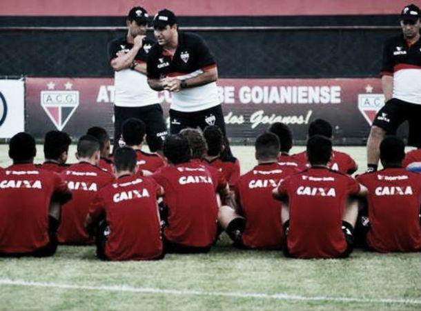 Atlético-GO e Joinville se enfrentam vivendo momentos distintos