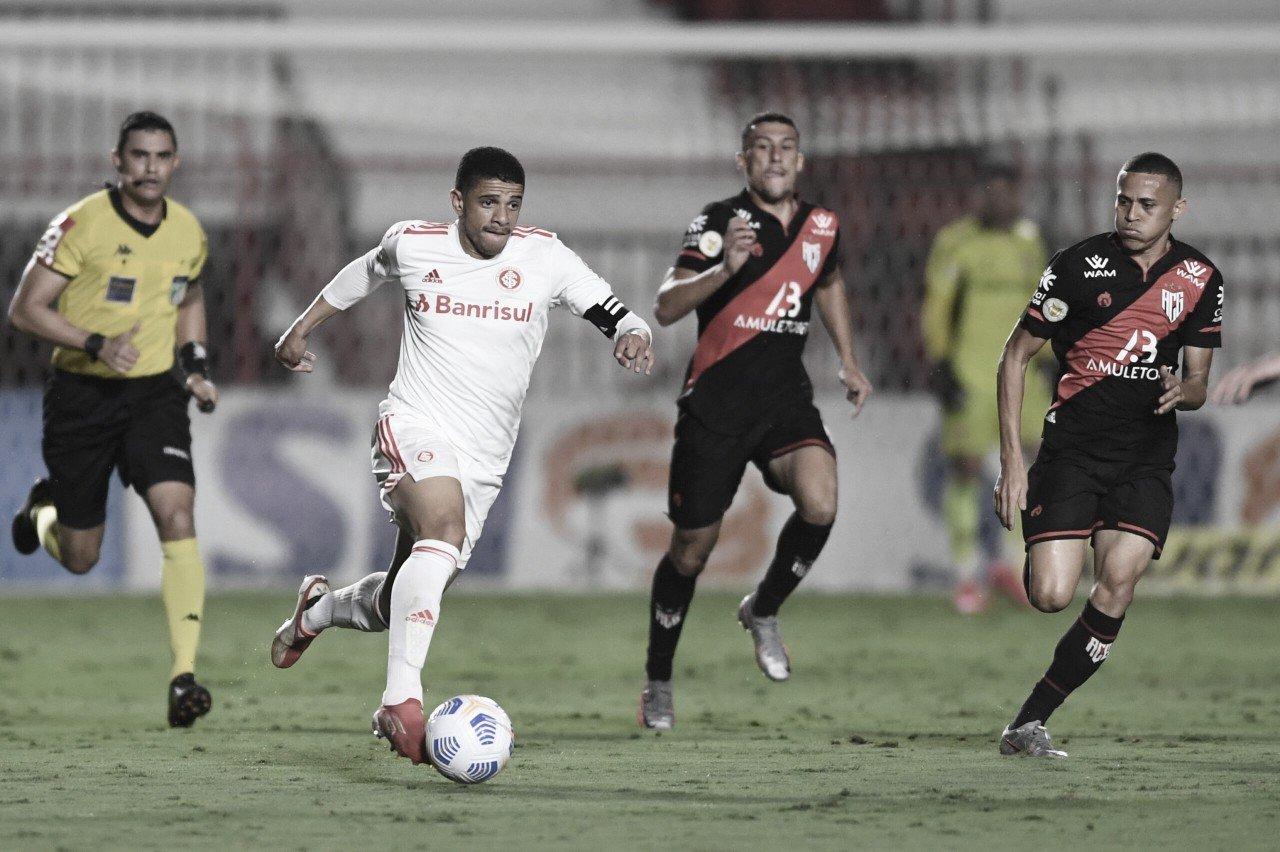Em jogo morno e com poucas oportunidades, Atlético-GO e Inter estacionam no Brasileirão