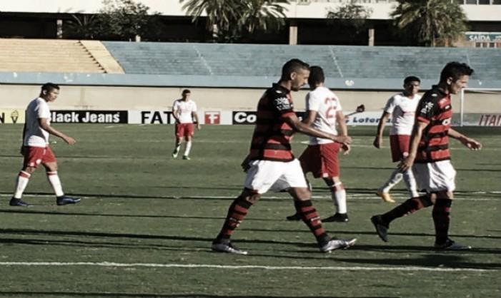 Atlético-GO bate Náutico, aumenta invencibilidade para quatro jogos e cola na liderança