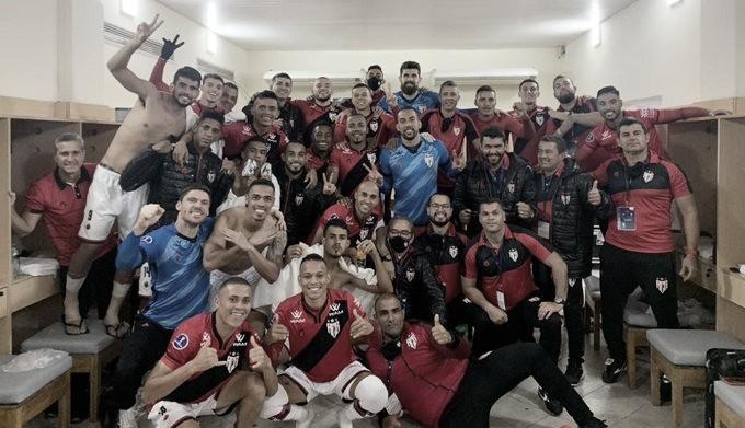 Satisfeito, Jorginho sonha alto após Atlético-GO vencer fora de casa e virar líder na Sul-Americana