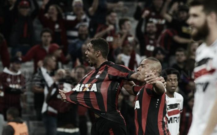 Deivid marca golaço e garante vitória do Atlético-PR sobre o Santa Cruz