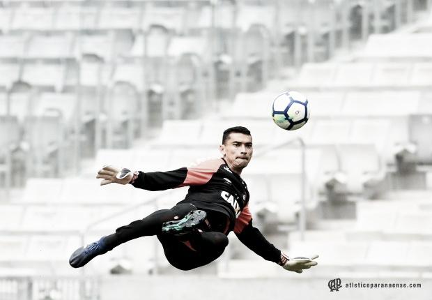 Paulo André e Lucho González não treinam no Atlético-PR e são dúvidas para jogo contra Cruzeiro